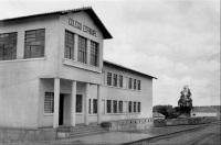 Colégio Estadual e Escola Normal de Ibitinga, hoje Escola Vitor Maida. Fran e eu estudamos aí, num espaço de 30 anos de diferença. Com a escola pública, tivemos tudo para nos tornarmos bons universitários